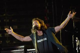 WM3 Supporter Eddie Vedder